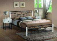 Kovová manželská postel 160x200 cm v elegantním designu