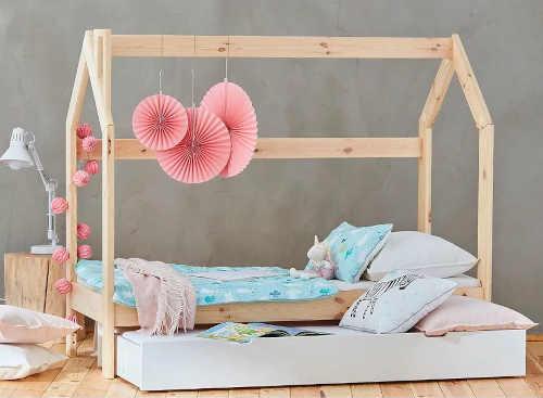 postel domeček z borovice
