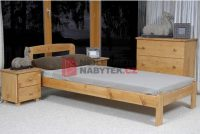 Jednolůžková postel o rozměru 90x200 cm z masivu s roštem