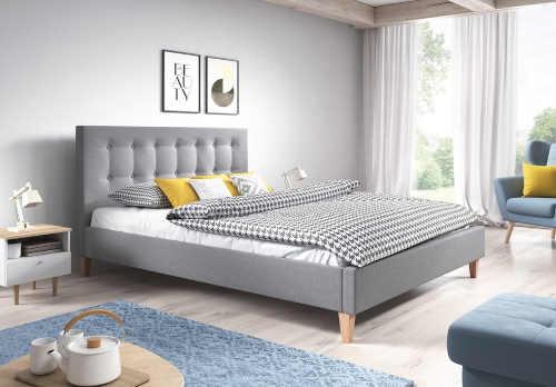 Šedá čalouněná manželská postel s vysokým čelem