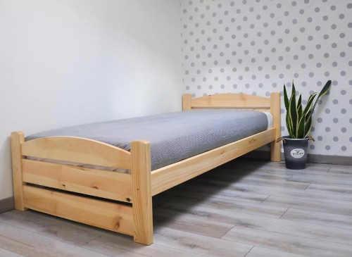 klasická dřevěná postel borovice