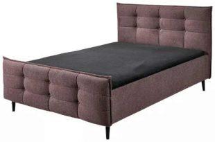 Čalouněná dvoulůžková postel v luxusním designu