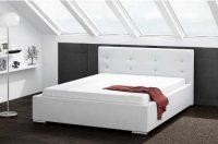 Čalouněná postel o rozměru 160x200 cm v bílém provedení