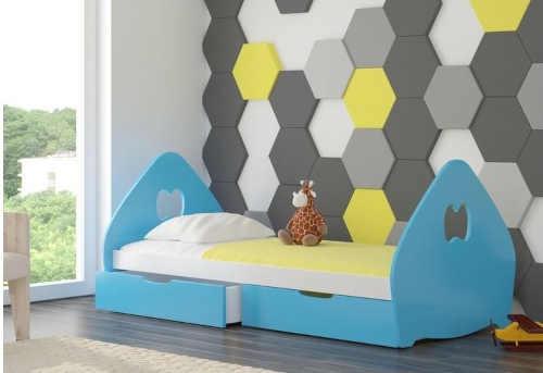 dřevěná postel se šuplaty