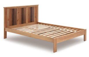 Manželská postel z borovicového dřeva Marckeric Maude