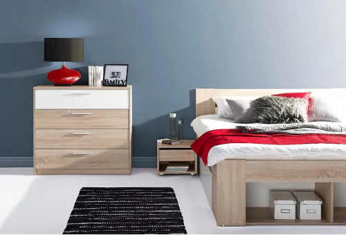 moderní postel s nočním stolkem
