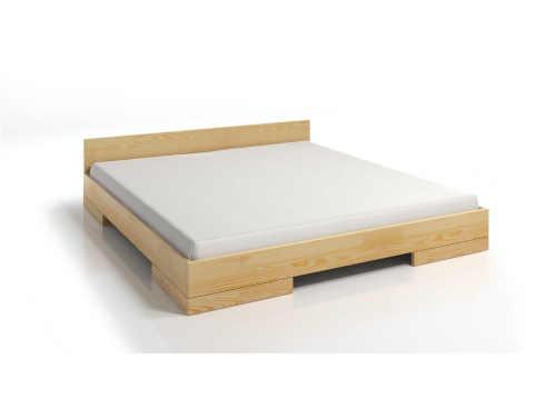 postel z masivu v přírodním dekoru