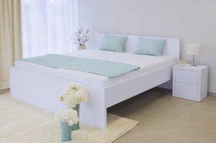 Dřevěná postel s plným čelem v různých rozměrech