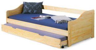 Dřevěná postel s výsuvnou přistýlkou na kolečkách