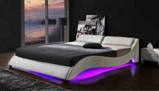 Manželská postel z kvalitní eko kůže s moderním LED světlem